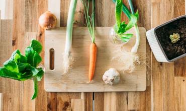 10 λαχανικά που καλλιεργούνται με κομμάτια που περισσεύουν από την κουζίνα